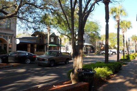 Fernandina downtown -- well preserved and very active.  The night we were there (a Monday) there was not a restaurant table to be had, so we had to jump in the car and head for Route 1.
