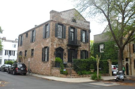 Free-standing Palladian that used to be a row house until it's neighbor burned down.