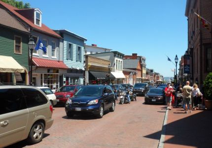 Main Street Annapolis at Academy graduation and Memorial Day weekend.  Still fun, but what a zoo!